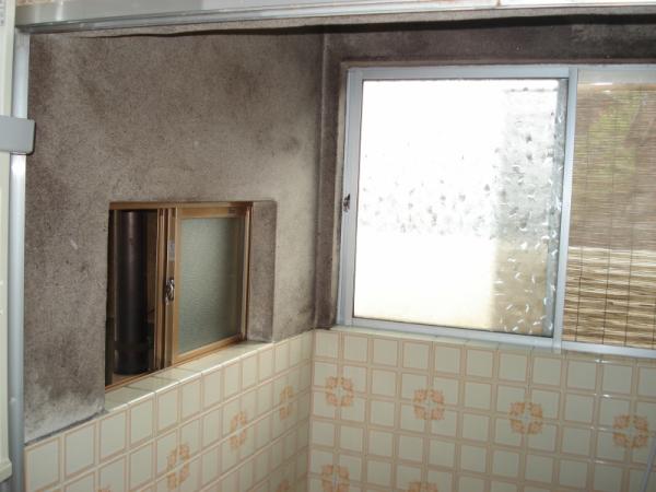 窓が冷気をお風呂に送り込む