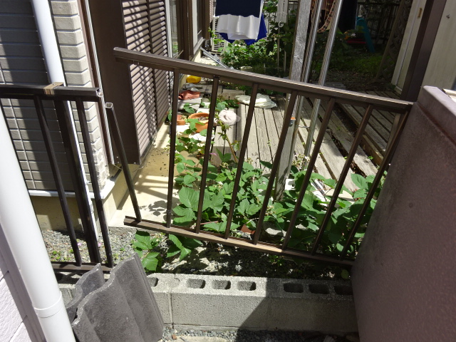 フェンスが壊れた