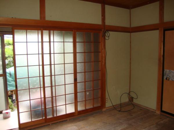 和室の格子状のガラス