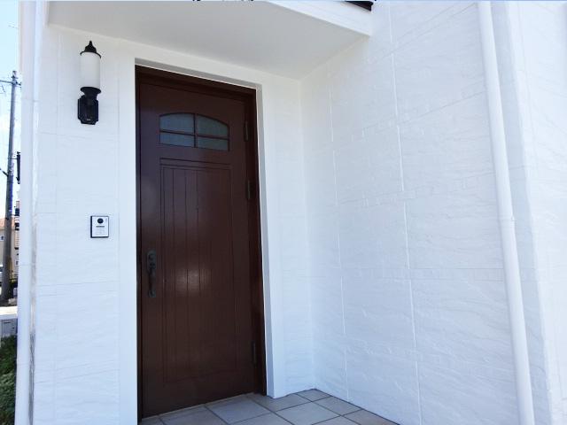 I邸玄関のドアの塗装