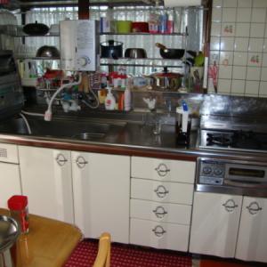 狭いキッチン