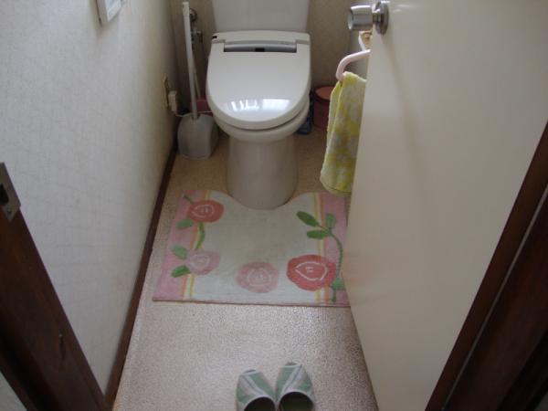 飛び散ったおしっこの掃除が大変なトイレ