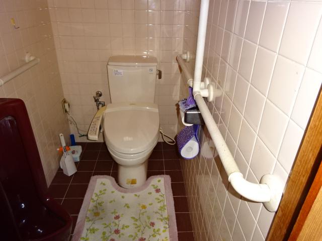 暗くて寒いトイレ