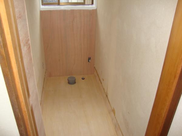 トイレの床の下地をコンパネにする